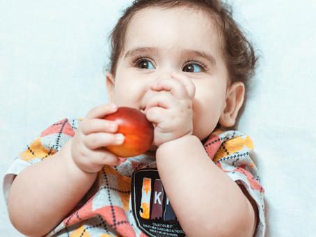 Por que muitos bebês compartilham sua comida, mesmo quando com fome