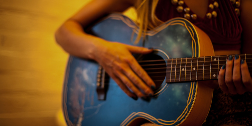 Live music with Amy Kaus