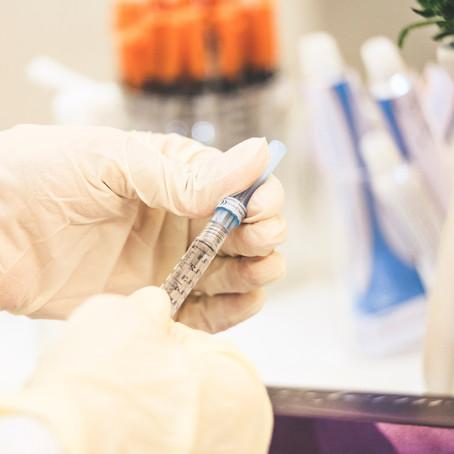 Residentes y personal de centros de mayores serán los primeros en vacunarse