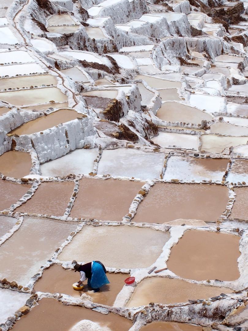 Workers harvest salt from Maras pools