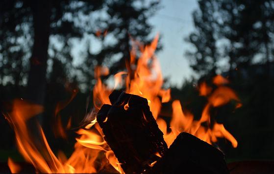 Les spiritueux : Spécial «Autour du feu» - 3 incontournables + 2 nouveautés locales à déguster