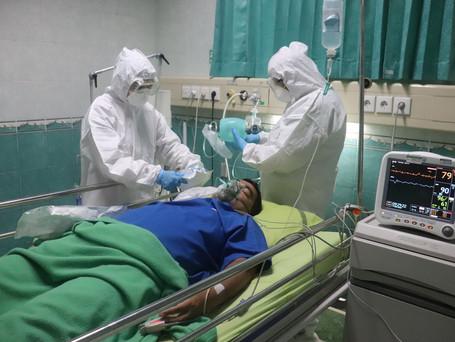 Saúde registra leve alta das internações de idosos por covid-19