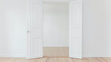 8 Signs God is Closing A Door