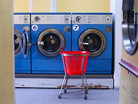 الحقير الذي يغسل ملابسه أوتوماتيكيًا