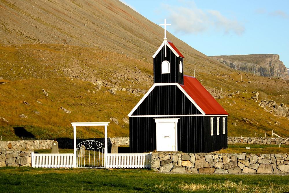 Destination wedding in Iceland