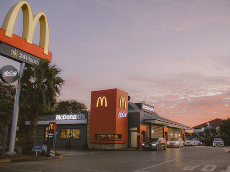 Semua Jenis Kendaraan Boleh Ada Di Jalur Drive-Thru McDonald's!