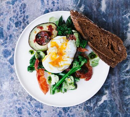 Frühstücken wann und was Sie möchten - mit Blick auf das Schilf und den See