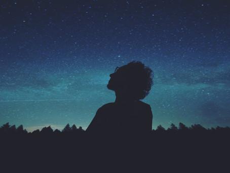 È strano. Se un pensiero ti domina, lo trovi dappertutto, ne senti perfino l'odore nel vento
