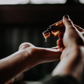 Les huiles essentielles (aromathérapie).