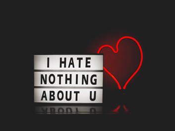 Você não ama. Você cria ou compra uma ficção chamada amor.