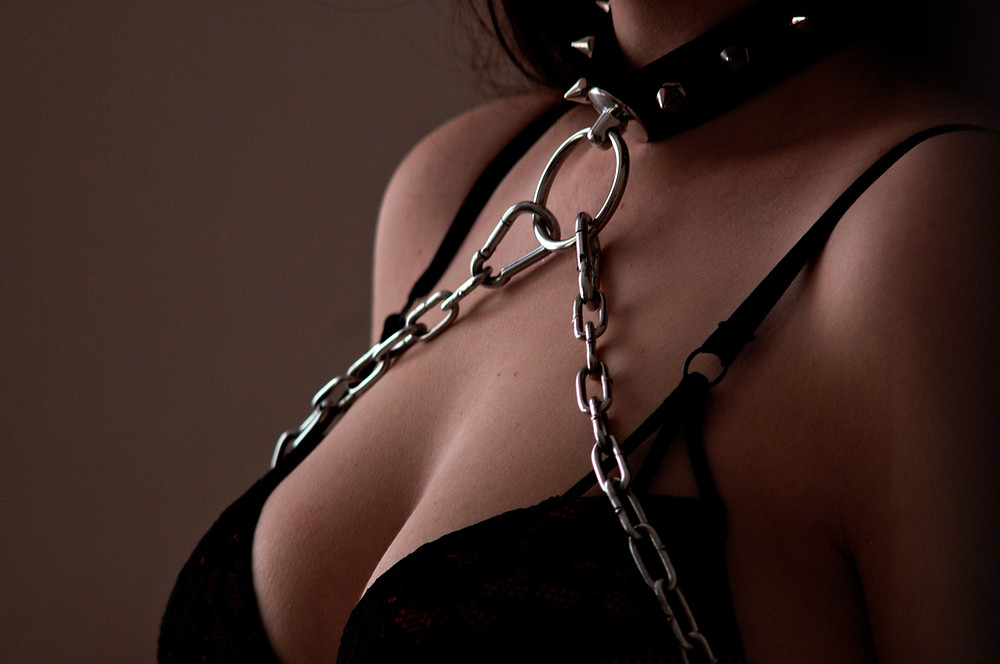 Erotic picture of a tied woman symbolizing erotic BDSM stories with pictures