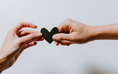 Bild på händer och hjärta