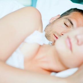 Vai kopā gulēšana uzlabo miegu vai pasliktina to?