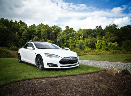 Электромобили в России становятся доступнее: Tesla по подписке