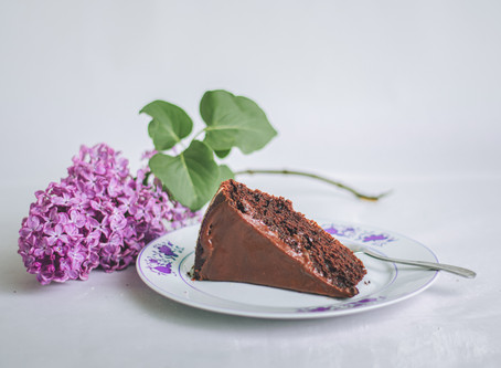 SUPER Easy Fudgy, Flourless, & Low-carb Chocolate Cake Recipe