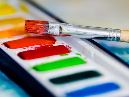 Artist Donates 1,800 Paintings to Hospital Staff on Coronavirus Front Lines