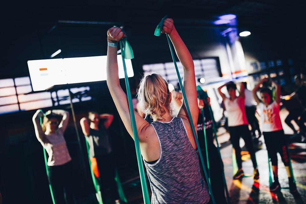 Mitai sklandantys fitneso salėse