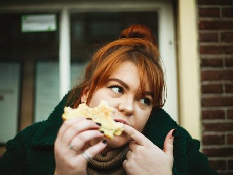 Mâncatul emoțional: ce este și cum poți scapă de el?