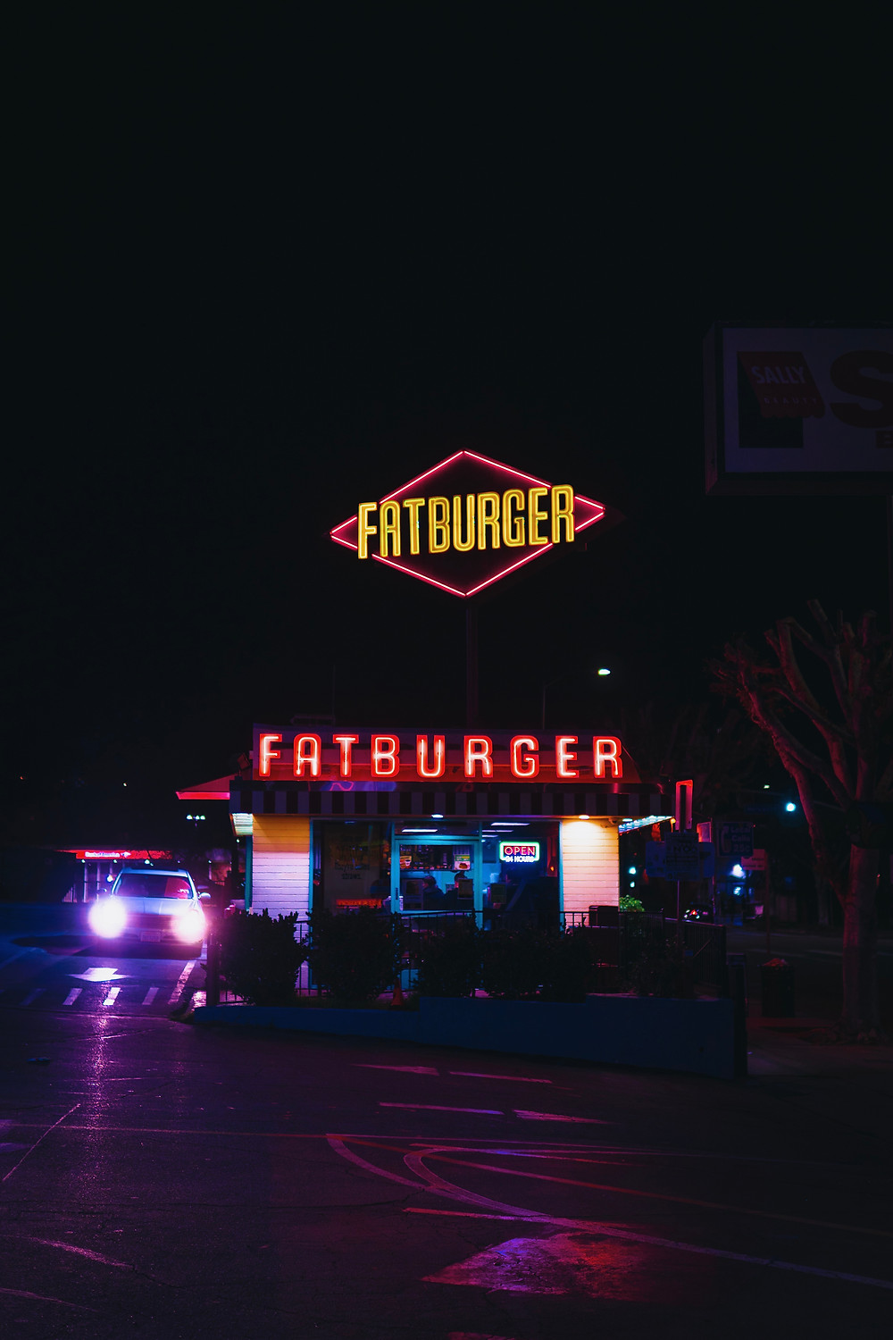 reachur, local influencers, fatburger, franchise,
