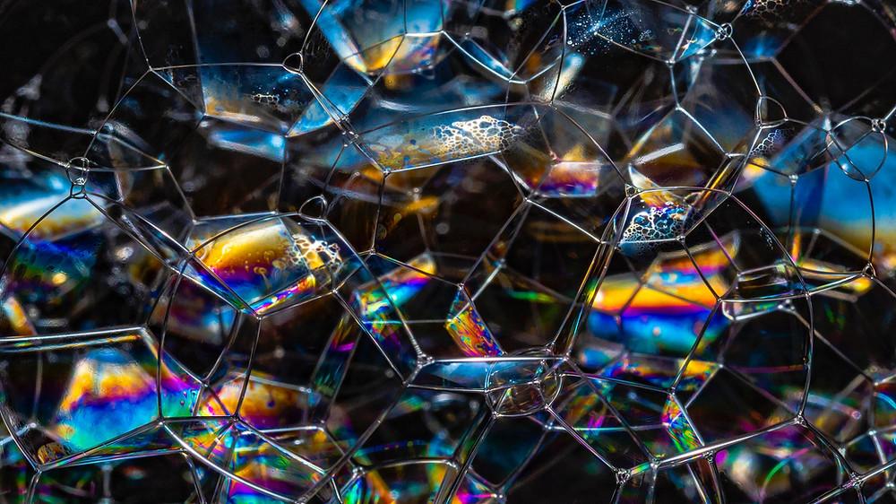 Cúmulo de burbujas refractando la luz
