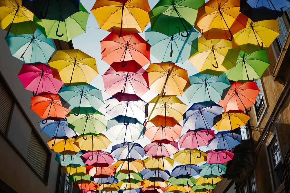 Les parapluies protègent de la pluie comme du soleil