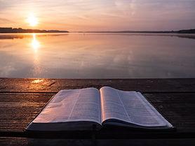 چرا خدايی را كه در كتاب مقدس است، برگزيده ايم؟