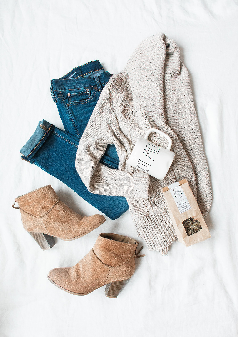 Simple maternity outfit