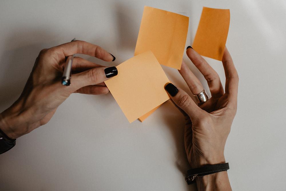 Choosing orange sticky notes