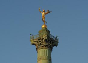 🇫🇷 - Et pourquoi pas un t-shirt « Pray for Paris » ou un après-rasage « Je suis Paris» ?