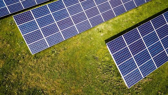 Solpaneler på mark