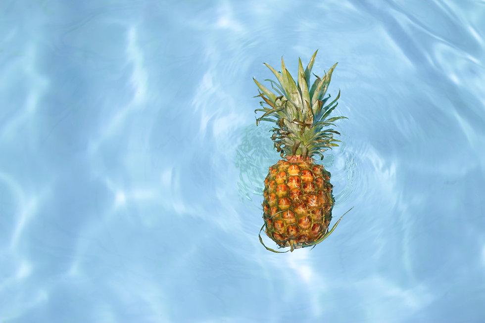 Pinneapple in Water