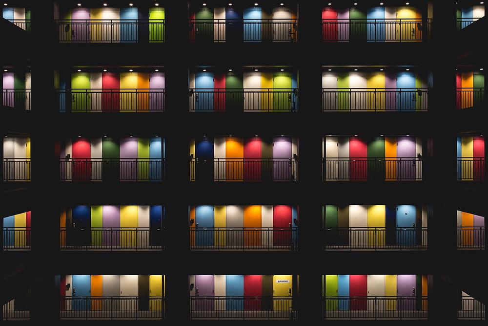 Portes colorées fermées
