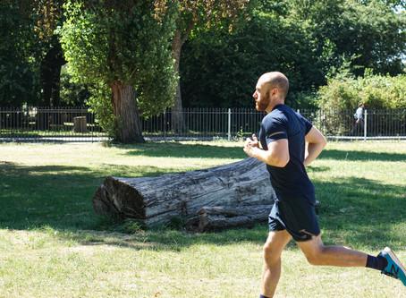 Dor no joelho ao correr: principais causas, sintomas e tratamento