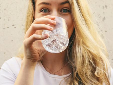 水分補給の目標達成が健康と美容にどのように影響するか?