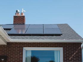 יש לי מערכת סולארית ישנה – האם כדאי לי להחליף את הפאנלים כדי להרוויח יותר?