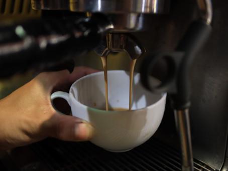 Polacy obawiają się pić więcej niż dwie kawy dziennie.