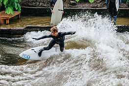 Surfen in München auf der Welle