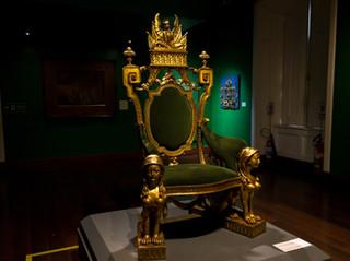 """""""הַשָּׁמַיִם כִּסְאִי"""" – האם הקב""""ה יושב על כיסא?"""