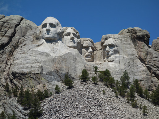 6 Bangunan Monumen Terkenal di Dunia yang Terbuat dari Batu Granit