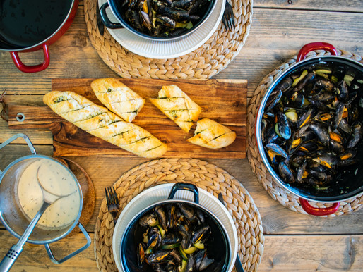 Mussels with White Wine, Tarragon, Shallots, Butter, and Grilled French Bread