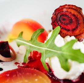 Beet salad, arugula and delicate