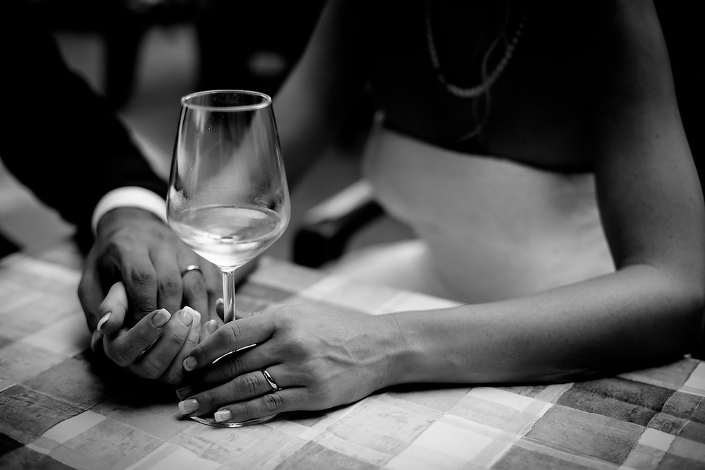 אהבה, שותים יין, כרמים