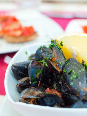 FRESH MUSSELS GUIDE: BUYING, CLEANING, AND COOKING