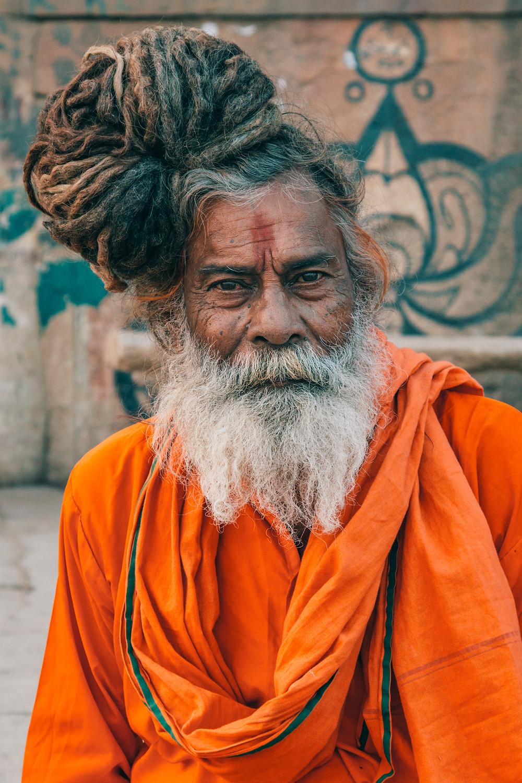 נזיר בודהיסטי בוראנסי הודו
