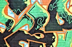 Graffiti sur un mur dans la rue
