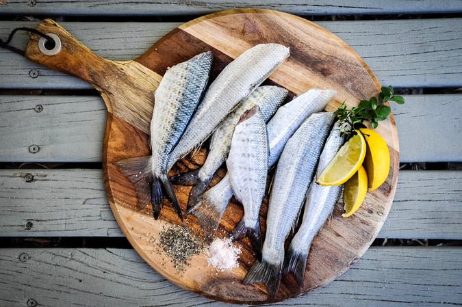מנת דגים במסעדה
