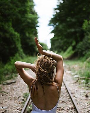 Psycho corporel développement personnel danse intuitive thérapie mouvement corps paris lyon femmes féminin sacré femmes cycliques
