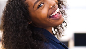 Dişlerin koyu renkli olmasının nedenleri veDiş beyazlatma yöntemi