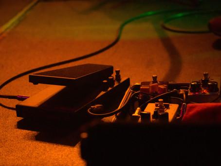 【BOSS Blues Driver】最初に買うならこれがオススメ!歪みエフェクターでカッコよくロックギターをしよう!!
