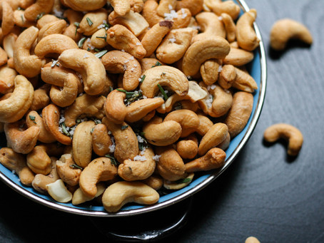 4 Effects of Eating Cashews, According to Science